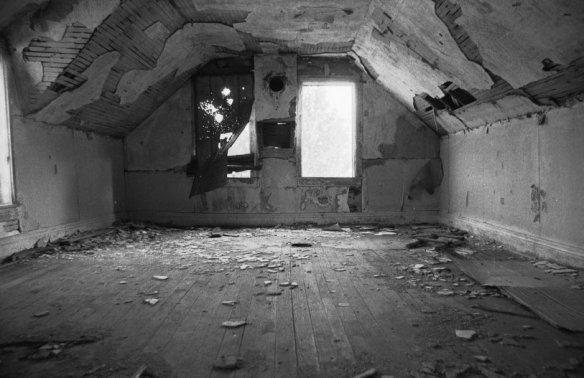 abandoned_house_bedroom